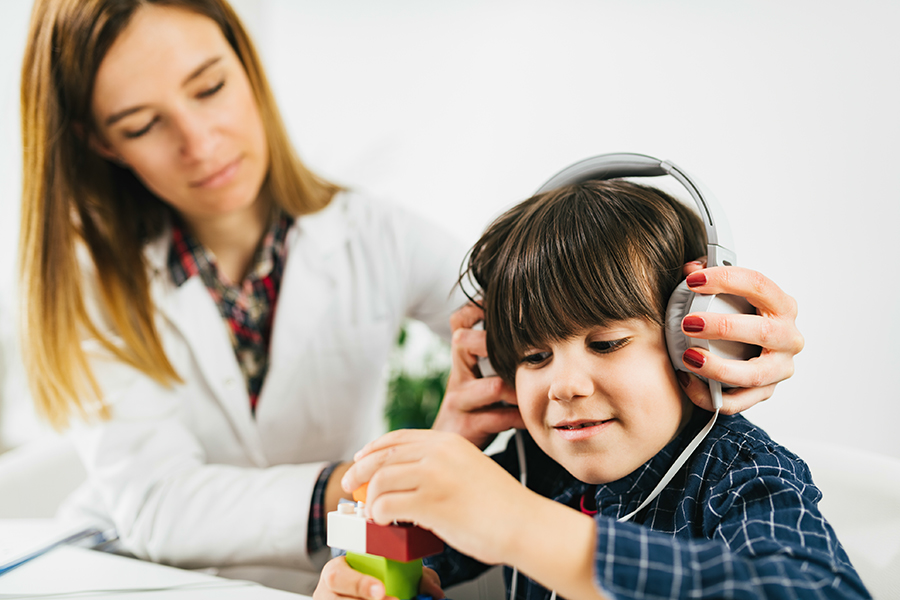 garçon audiologie